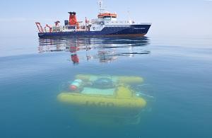 Forschungsschiff POSEIDON mit bemanntem Tauchboot JAGO, Bild: GEOMAR Helmholtz-Zentrum für Ozeanforschung Kiel