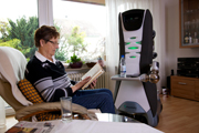 http://www.care-o-bot.de/de/care-o-bot-3/download/images.htmlCare-O-bot 3 überreicht ein Getränk. Care-O-bot® 3 unterstützt ältere Menschen zuhause.