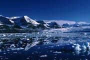 Seitenbucht vom Scoresby Sund - Ostgrönland Das größte Fjordsystem der Welt ist gleichzeitig eines der spektakulärsten Wildnisgebiete der Arktis. Polarregionen bieten immer wieder atemberaubende Landschaftseindrücke in harscher Natur.
